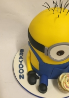 Minion with 1 cupcake cake by Cake Boys in Alberton Johannesburg 2